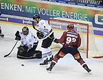 08.09.2017, Mercedes Benz Arena, Berlin, GER, 1.DEL, EISBAEREN BERLIN  VS.  THOMAS SABO ICE TIGERS, im Bild <br /> Marcel Noebels (Eisbaeren Berlin #92), Andreas Jenike (Nuernberg IceTigers #29), Brett Festerling (Nuernberg IceTigers #2)<br /> <br />      <br /> Foto &copy; nordphoto / Engler
