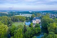 France, Indre-et-Loire (37), Azay-le-Rideau, parc et château d'Azay-le-Rideau au printemps le matin (vue aérienne)