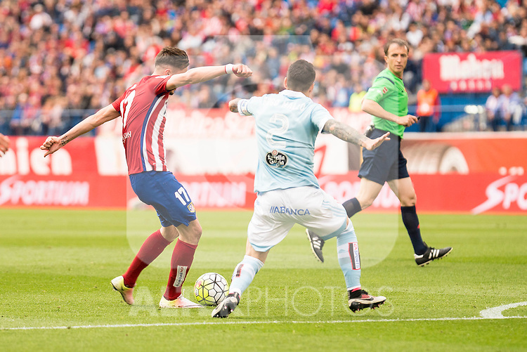Atletico de Madrid's Saul and Celta de Vigo's Hugo Mallo during La Liga Match at Vicente Calderon Stadium in Madrid. May 14, 2016. (ALTERPHOTOS/BorjaB.Hojas)
