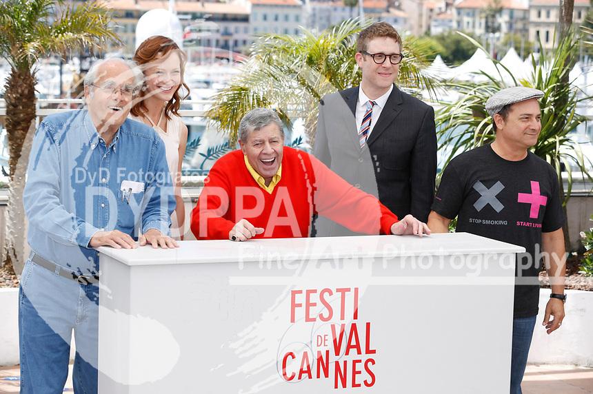 Michel Legrand, Kerry Bishe, Jerry Lewis, Daniel Noah und Kevin Pollak  beim Photocall zu 'Max Rose'. Festival de Cannes 2013 / 66. Internationale Filmfestspiele von Cannes / 66th Annual Cannes Film Festival, 23.05.2013