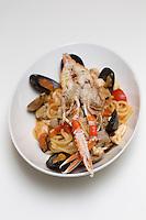 Europe/France/2A/Corse du Sud/Porto-Vecchio: Hôtel-Restaurant: La Plage Casadelmar, presqu'île du Bendettu, Lecci: pêche du jour recette de Fabio Bragagnolo,