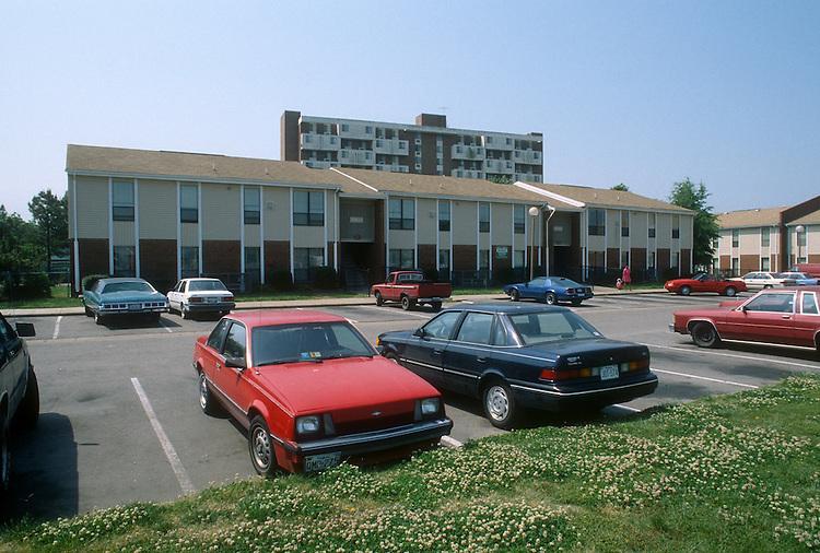 1992 May ..Assisted Housing..Park Terrace..EXTERIORS.UNITS FACING PRINCESS ANNE ROAD...NEG#.NRHA#..