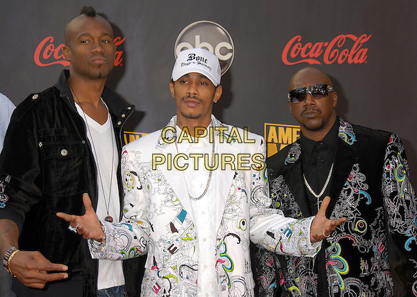 BONE THUGS-N-HARMONY.2007 American Music Awards at the Nokia Theatre LA Live, Los Angeles, California, USA..November 18th, 2007.half length and thugs harmony white baseball cap hat print pattern hands black sunglasses shades band.CAP/ADM/BP.©Byron Purvis/AdMedia/Capital Pictures.