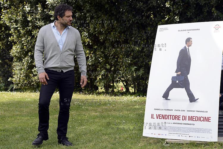 Roma, 22 Aprile 2014<br /> Casa del Cinema<br /> Photocall del film Il venditore di Medicine di Antonio Morabito.<br /> Nella foto: Claudio Santamaria