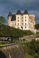France, Aquitaine, Pyrénées-Atlantiques, Béarn, Pau: le château où naquit le roi Henri IV //  France, Pyrenees Atlantiques, Bearn, Pau:  14th century castle, place of birth of king Henry IV
