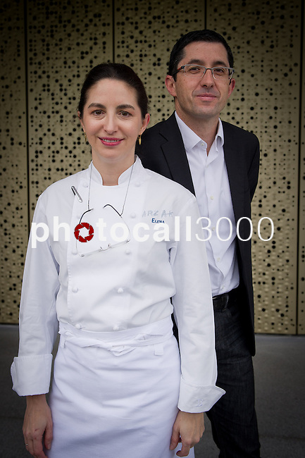 Elena Arzak (L) y Jose Mari Aizega (R) en el Basque Culinary Center
