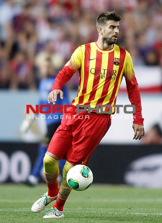 FC Barcelona's Gerard Pique during Supercup of Spain 1st match.August 21,2013. Foto © nph / Acero)