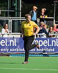 AMSTELVEEN  - scheidsrechter Steven Bakker  , hoofdklasse hockeywedstrijd dames Pinole-Laren (1-3). COPYRIGHT  KOEN SUYK