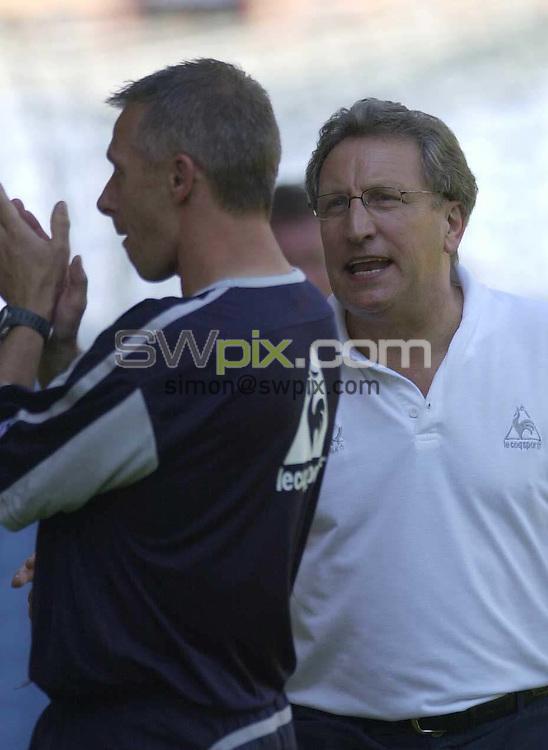 Pix: Simon Wilkinson/SWpix.com. Football. The Coca-Cola Football League Championship. Burnley v Sheffield United. 07/08 2004...COPYRIGHT PICTURE>>SIMON WILKINSON>>01943 608782>>..Sheffield United's  manager Neil Warnock
