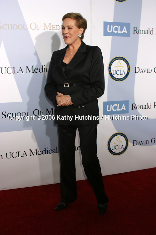 .Milleinnum Ball.UCLA Medical Center.Westwood, CA.October 5, 2006.©2006 Kathy Hutchins / Hutchins Photo....                 Julie Andrews.Milleinnum Ball.UCLA Medical Center.Westwood, CA.October 5, 2006.©2006 Kathy Hutchins / Hutchins Photo....