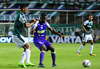 PALMIRA - COLOMBIA - 14 - 03 - 2018: Jeison Angulo (Izq.) jugador de Deportivo Cali disputa el balón con Luis Sinisterra (Der.) jugador de Once Caldas, durante partido entre Deportivo Cali y Once Caldas de la fecha 8 por la liga Aguila I 2018, jugado en el estadio Deportivo Cali (Palmaseca) en la ciudad de Palmira. / Jeison Angulo (L) player of Deportivo Cali vies for the ball with Luis Sinisterra (R) player of Once Caldas, during a match between Deportivo Cali and Once Caldas of the 8th date for the Liga Aguila I 2018, at the Deportivo Cali (Palmaseca) stadium in Palmira city. Photo: VizzorImage  / Nelson Rios / Cont.