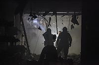 SAO PAULO, SP, 26 DEZEMBRO 2012 - INCENDIO LOJA DE CALCADO - Incendio em loja de calcado na rua Augusta sem vitimas na madrugada desta quarta-feira na capital paulista.  FOTO: VANESSA CARVALHO - BRAZIL PHOTO PRESS.