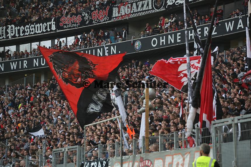 Fans der Frankfurter Eintracht - Eintracht Frankfurt vs. Hamburger SV, Commerzbank Arena