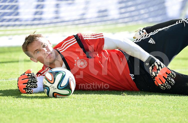 FUSSBALL WM 2014  Viertelfinale in Rio Frankreich - Deutschland               03.07.2014 Abschlusstraining Deutschland: Torwart Manuel Neuer (Deutschland) mit Ball