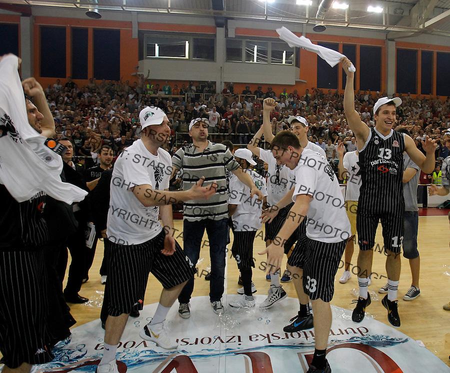 Radost Ekipa Titula Milan Macvan Agroziv superliga, Partizan - Crvena Zvezda play off 3  kosarka, basketball, Belgrade, Serbia, 15 June 2012. Belgrade, Serbia (credit: Pedja Milosavljevic/thepedja@gmail.com/+381641260959).