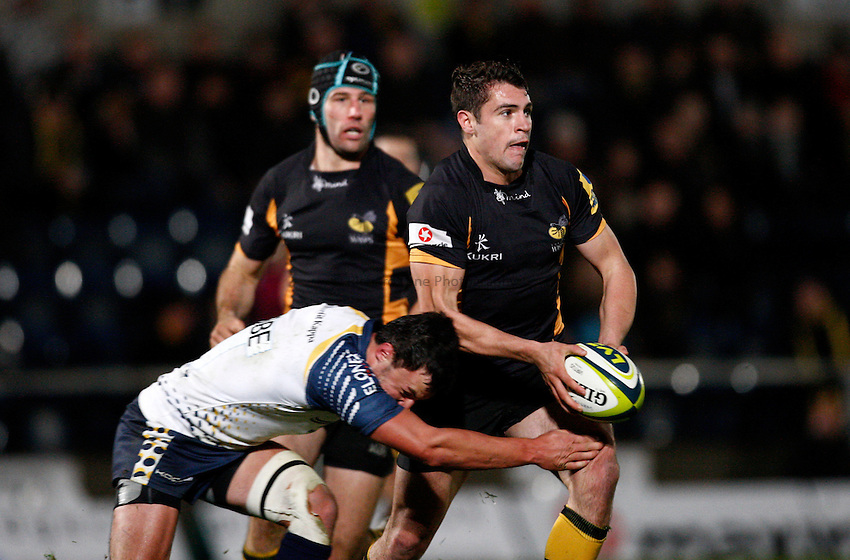 Photo: Richard Lane/Richard Lane Photography. London Wasps v Worcester Warriors. LV= Cup. 18/11/2012. Wasps' Charlie Davies passes.