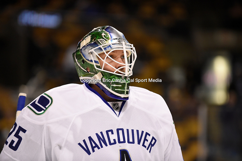 Thursday, January 21, 2016: Vancouver Canucks goalie Jacob Markstrom (25) warms up before the National Hockey League game between the Vancouver Canucks and the Boston Bruins, held at TD Garden, in Boston, Massachusetts. Eric Canha/CSM