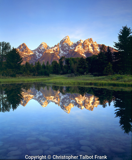 USA; Wyoming, Grand Teton National Park.   Grand Tetons reflecting in the Snake River at sunrise. Credit as: Christopher Talbot Frank