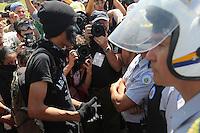 BRASILIA, DF, 07.09.2013 - PROTESTO 7 SETEMBRO EM BRASILIA - Manifestantes durante protesto no feriado da Independencia do Brasil em frente ao Congresso Nacional em Brasilia, neste sábado, 07. (Foto: Vanessa Carvalho / Brazil Photo Press).