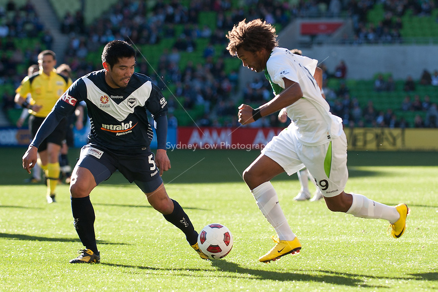 MELBOURNE, AUSTRALIA - AUGUST 22, 2010: Isaka Cernak from Fury controls the ball in front of Surat Sukha from Victory in Round 3 of the 2010 A-League between the Melbourne Victory and North Queensland Fury at AAMI Park on August 22, 2010 in Melbourne, Australia. (Photo by Sydney Low / Asterisk Images)