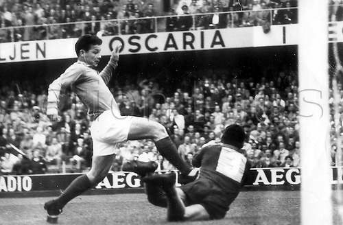 24.06.1958  Solna, Sweden Just Fontaine of France in action during the 1958 World Cup Semi final 5-2 loss to Brazil, Fontaine scored the  first french goal in the tie in the Råsunda Stadium, Solna