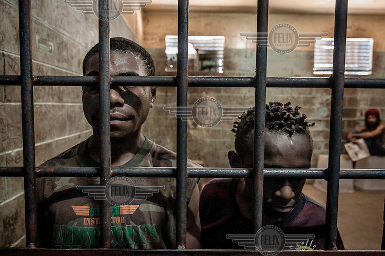 Simon (15) and Alu (9) were locked in a cell at the Kundiawa Police Station (Simbu Province). Simon was arrested for being drunk and Alu was a suspect in a mobile phone theft. The boys were placed in a cell with adult prisoners and were beaten by the police for several days.