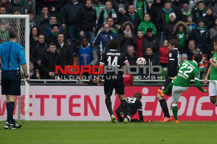 04.04.2015, Weser Stadion, Bremen, GER, 1.FBL. Werder Bremen vs 1. FSV Mainz 05, im Bild<br /> <br /> <br /> in der 92 Minute fas der Siegtreffer durch -wb22 doch der Ball ging an den Pfosten<br /> <br /> <br /> Foto &copy; nordphoto / Kokenge