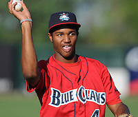 July 29, 2009: Outfielder T.J. Warren (4) of the Lakewood BlueClaws, Class A affiliate of the Philadelphia Phillies, prior to a game at Fluor Field at the West End in Greenville, S.C. Photo by: Tom Priddy/Four Seam Images