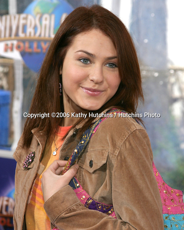 Scout Taylor Compton.Nanny McPhee Premiere.Universal Studios.Los Angeles, CA.January 14, 2006.©2006 Kathy Hutchins / Hutchins Photo....