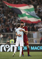 Calcio, Serie A: S.S. Lazio - A.S. Roma, stadio Olimpico, Roma, 15 aprile 2018. <br /> Roma's Federico Fazio (r) greets Lazio's Luis Alberto (l) at the end of the Italian Serie A football match between S.S. Lazio and A.S. Roma at Rome's Olympic stadium, Rome on April 15, 2018. <br /> S.S. Lazio and A.S. Roma drawn 0-0.<br /> UPDATE IMAGES PRESS/Isabella Bonotto