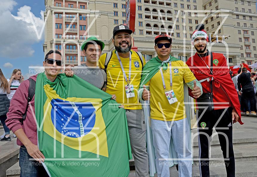 MOSCU - RUSIA, 13-06-2018: Hinchas de Brasil animan a su equipo por las calles de Moscú previo al inicio de la Copa Mundo FIFA 2018 Rusia. / Fans of Brazil cheer for their team prior the beginning of the 2018 FIFA World Cup Russia. Photo: VizzorImage / Julian Medina / Cont
