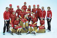 SCHAATSEN: HEERENVEEN: Thialf IJsstadion, 20-09-2012, Team Corendon 2012-2013, achter: Pepijn van der Vinne, Bas Bervoets, Floor van den Brandt, Natasja Bruintjes, Karsten van Zeijl, Rienk Nauta, Frits Wouda (coach), Renate Groenewold (coach), voor: Peter Kolder (coach), Jorien Voorhuis, Roxanne van Hemert, Annouk van der Weijden, Carlijn Achtereekte, Marije Joling, ©foto Martin de Jong