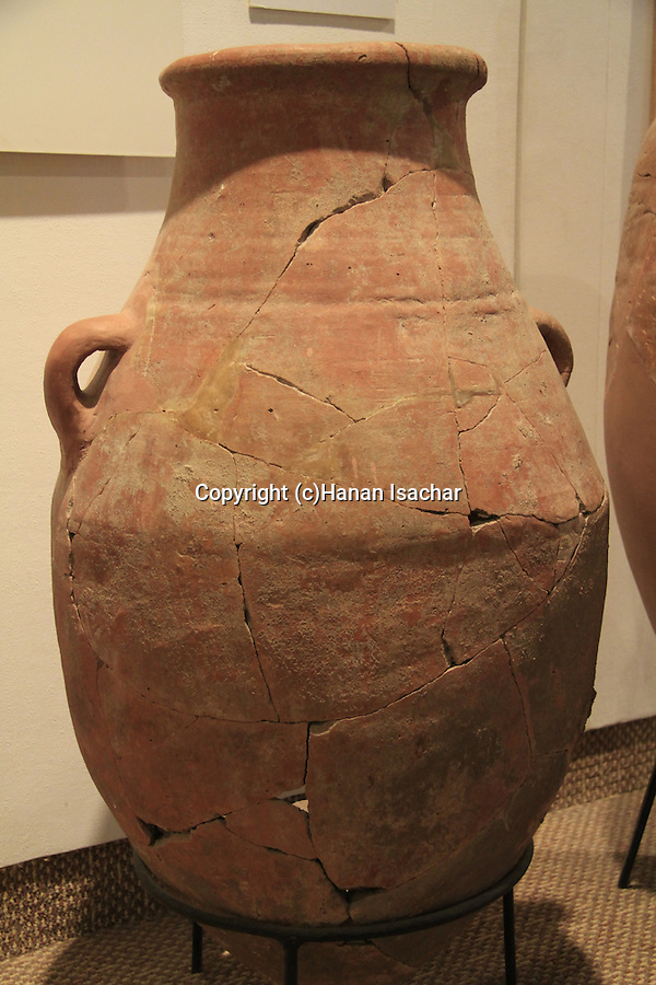 A storage jar from Tel Dan, Israelite period, 11th century BC, at the Hecht Museum, the University of Haifa