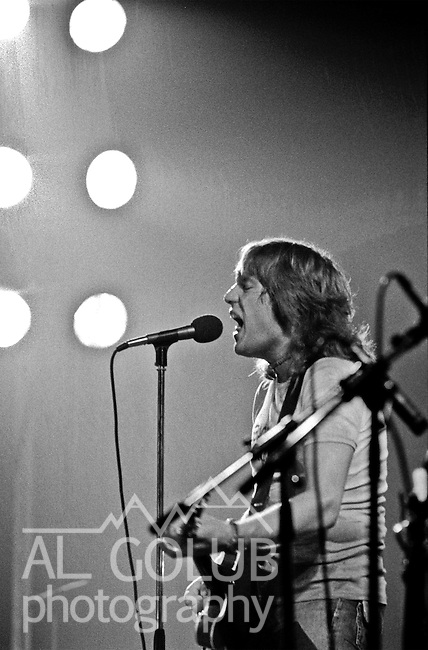 Modesto, California--Olympic Gold Ice arena--Alvin Lee-August 3, 1975--Rock'n Chair Productions Presented Ten Years After with Alvin Lee (Ric Lee on drums, Chick Churchill on Keyboard, Leo Lyons on Bass) And the Earthquakes with John Doukas - vocals, Robbie Dunbar - guitar, keyboards, backing vocals, Stan Miller - bass, backing vocals, Steve Nelson - drums, Gary Phillips - guitar, keyboards, backing vocals.  Photo by Al Golub/Golub Photography