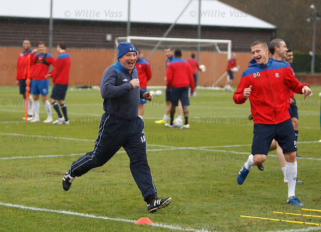 Ally McCoist takes on Gorin Doian on the sprints and its a tie - you don't want to beat the gaffer!