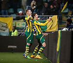 Nederland, Den Haag, 30 november 2014<br /> Eredivisie<br /> Seizoen 2014-2015<br /> ADO Den Haag-Ajax<br /> Michiel Kramer (r.) van ADO Den Haag balt zijn vuist, nadat hij de 1-1 heeft gescoord. Links Mike van Duinen van ADO Den Haag