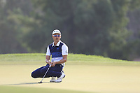 Haotong Li (CHN) on the 15th green during the 2nd round of the DP World Tour Championship, Jumeirah Golf Estates, Dubai, United Arab Emirates. 16/11/2018<br /> Picture: Golffile | Fran Caffrey<br /> <br /> <br /> All photo usage must carry mandatory copyright credit (© Golffile | Fran Caffrey)