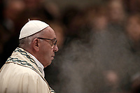 Papa Francesco celebra la preghiera dei Primi Vespri e Te Deum in ringraziamento per l'anno trascorso. Citt&agrave; del Vaticano, 31 dicembre 2017.<br /> Pope Francis prays as he presides the new year's eve Vespers and Te Deum prayer in Saint Peter's Basilica at the Vatican, on December 31, 2017.<br /> UPDATE IMAGES PRESS/Isabella Bonotto<br /> <br /> STRICTLY ONLY FOR EDITORIAL USE
