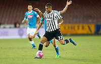 Juventus' Roberto Pereyra   controls the ball during the  italian serie a soccer match against    SSc     at  the San  Paolo   stadium in Naples  Italy , September 26 , 2015