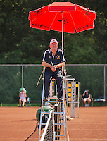 Netherlands, Amstelveen, August 22, 2015, Tennis,  National Veteran Championships, NVK, TV de Kegel,  Umpire<br /> Photo: Tennisimages/Henk Koster