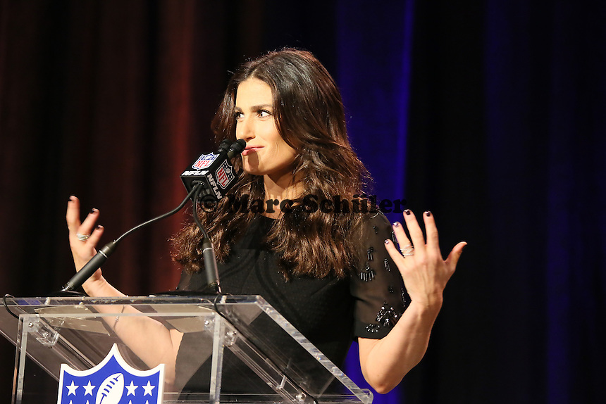 Sängerin Idina Menzel singt vor dem Spiel die Nationalhymne - Entertainment Pressekonferenz, Convention Center Phoenix
