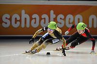 SCHAATSEN: DORDRECHT: Sportboulevard, Korean Air ISU World Cup Finale, 11-02-2012, Yui Sakai JPN (132), Jianrou Li CHN (110), ©foto: Martin de Jong