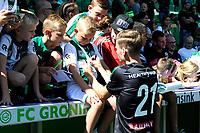 GRONINGEN - Voetbal, Open dag FC Groningen ,  seizoen 2017-2018, 06-08-2017,  FC Groningen speler Django Warmerdam deelt handtekeningen uit
