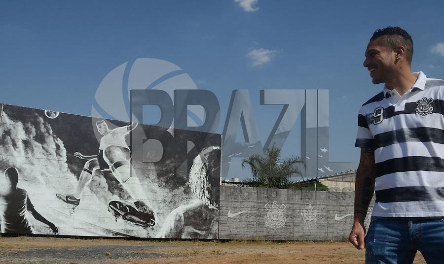 SÃO PAULO,SP, 13.09.2013 CORINTHIANS/SP - Inauguracao do muro em homenagem ao jogador peruano Paolo Guerrero  no CT Joaquim Grava na zona leste de Sao Paulo. (Foto: Alan Morici /Brazil Photo Press).
