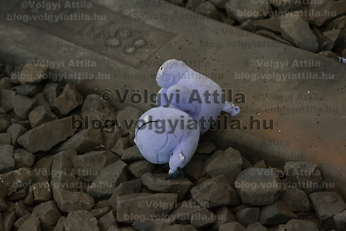Toy of a child is left between railway tracks where illegal migrants wait to board a train in hopes to leave for Germany at the main railway station Keleti in Budapest, Hungary on September 03, 2015. ATTILA VOLGYI