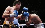 """CANCÚN -- El nicaragüense Román González noqueó en el séptimo round al mexicano Omar Salado y retuvo el título mundial mosca Jr. de la Asociación Mundial de Boxeo, en el respaldo de la función """"Dinamita Pura"""" en la Plaza de Toros de Cancún."""