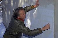 Europe/Suisse/Engadine/Celerina:: Guilianu Pedretti sculpteur de graffitis Sgraffite