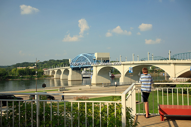 View of the Tennessee River from the Tennessee Aquarium, Chattanooga, Tennessee, USA