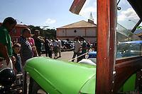 SANTANA DE PARNAIBA, SP, 01 DE JULHO 2012 - ENCONTRO ANTIGOMOBILISMO EM SANTANA DE PARNAIBA -   Carros antigos sao vistos durante o 11 Encontro de Antigomobilismo no centro historico de Santana de Parnaiba na grande Sao Paulo, neste domingo, 01. (FOTO: DENIS OLIVEIRA / BRAZIL PHOTO PRESS).
