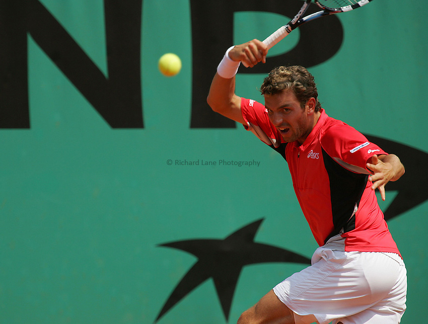 Photo: Iconsport/Richard Lane Photography..Roland Garros 2006..05/06/2006..Julien Benneteau during his match against Alberto Martin.